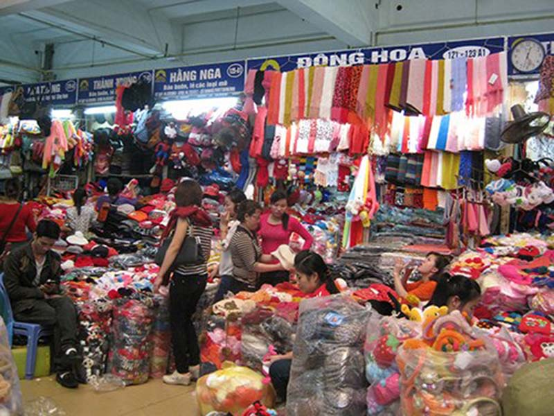 Nguồn hàngquần áo trẻ em từ chợ đầu mối trong nước